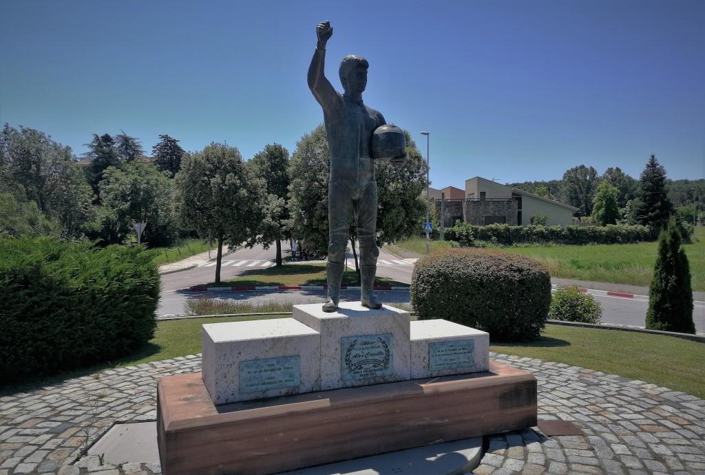 Monumento, Álex Crivillé, Crivillé, Seva,